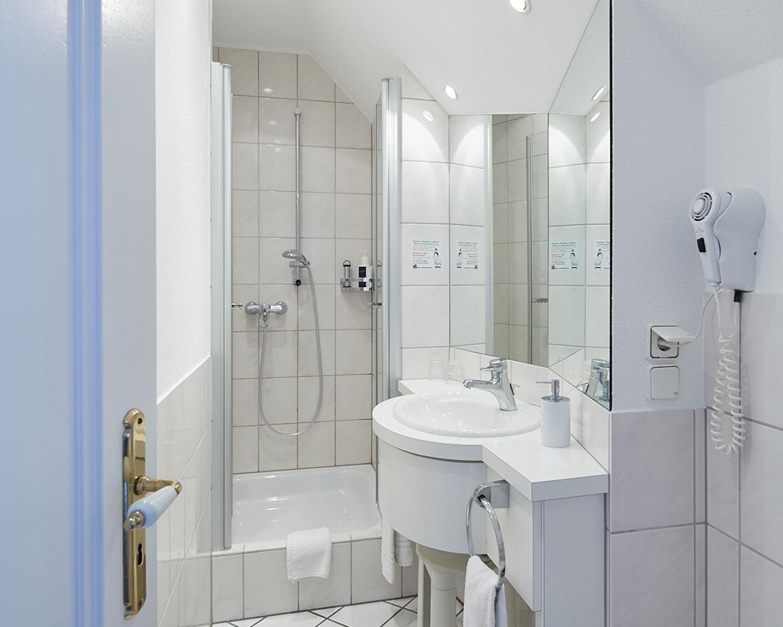 Landhotel und Gasthof Cramer Appartement Badezimmer